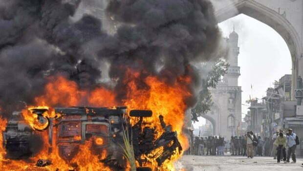 Violence-at-Charminar-620x350