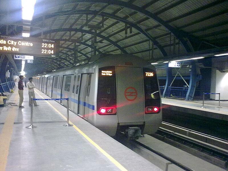 800px-Noida_Metro7