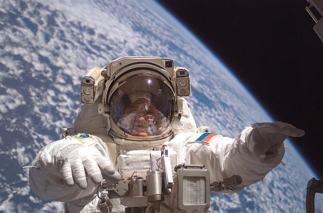 cosmonaut-582544_640