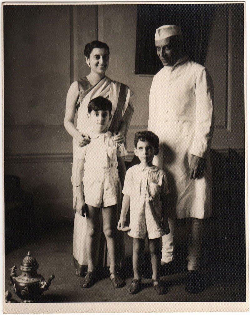 Indira_Gandhi,_Jawaharlal_Nehru,_Rajiv_Gandhi_and_Sanjay_Gandhi