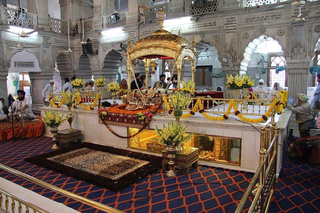 Gurudwara-Sis-Ganj Guru Granth Sahib