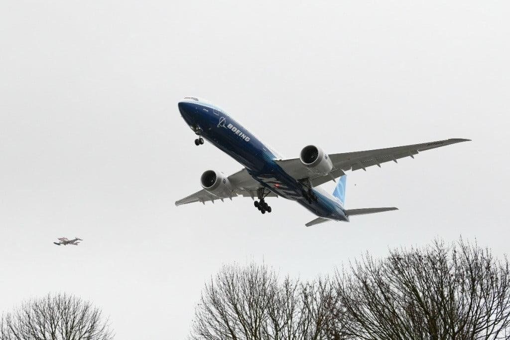 Boeing 777X Landing