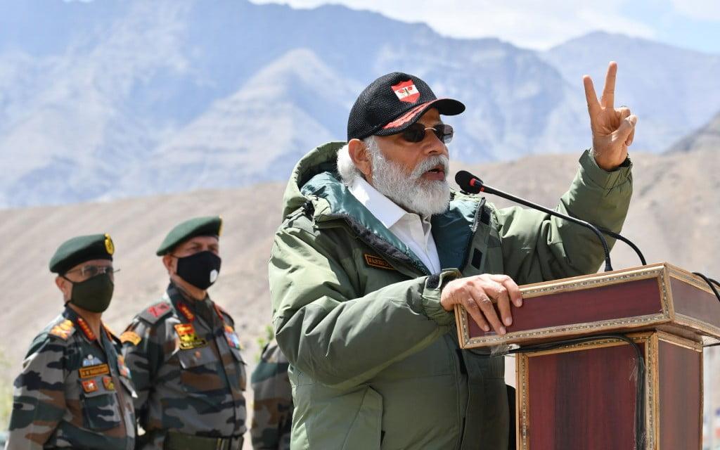 Prime Minister addressing troops