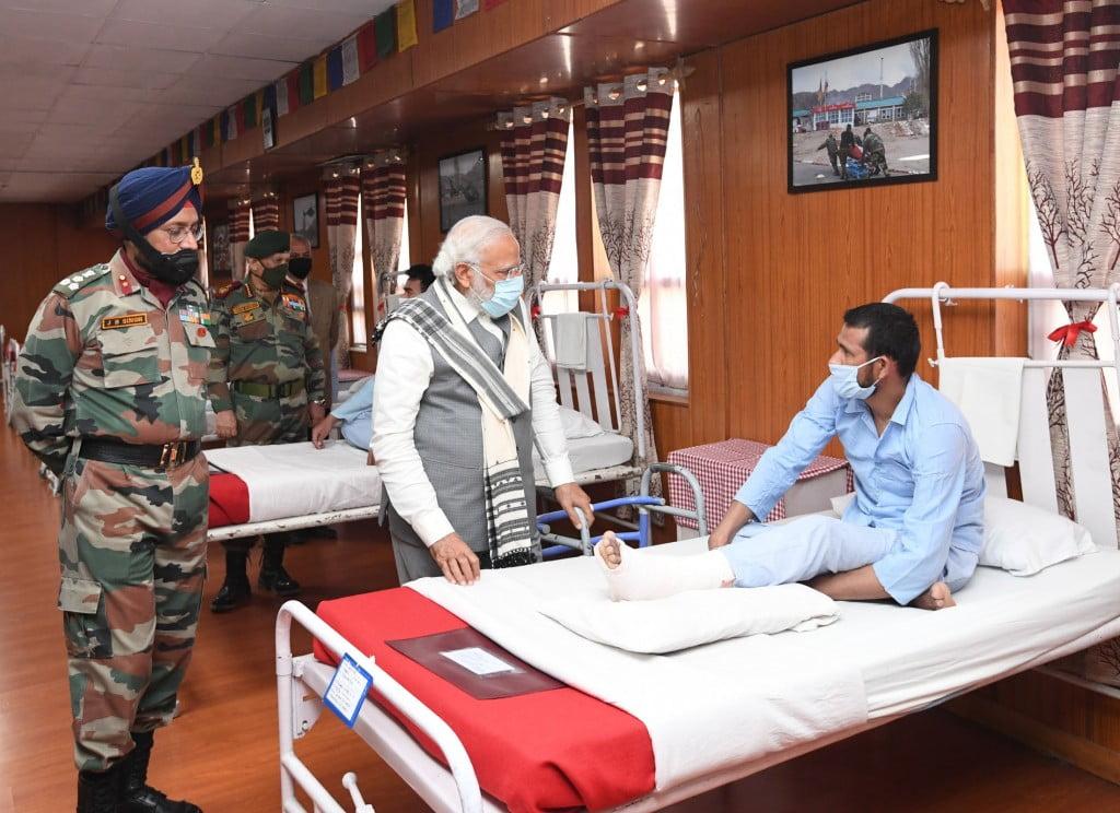 PM talking to injured jawan in hospital