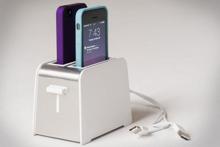 foaster-a-toaster-shaped-iphone-charger-5327