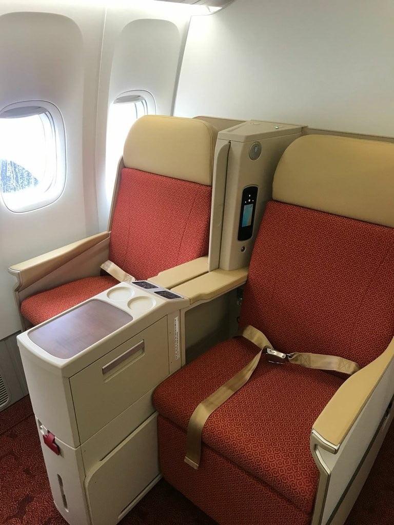 Boeing-777-300ER inside 1