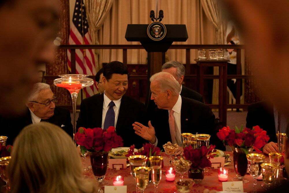 Joe Biden talking to Xi Jinping