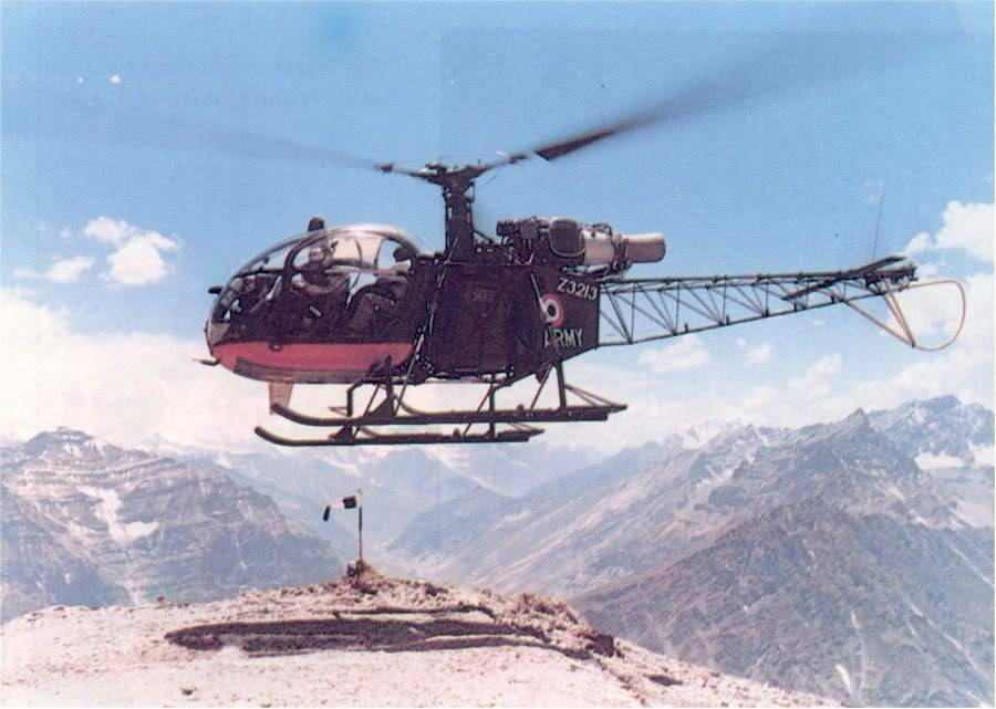 Helicopter in a recce mission in Kargil