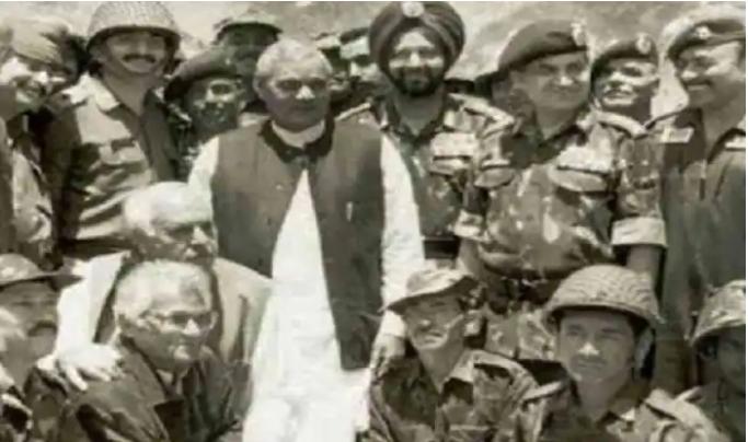 Prime Minister Atal Bihari Vajpayee with the troops during Op Vijay in Kargil.